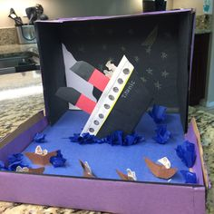Titanic diorama Titanic Art, Titanic Model, Titanic Sinking, Titanic History, Reading Projects, Craft Projects For Kids, School Projects, Activities For Kids, Science Experience