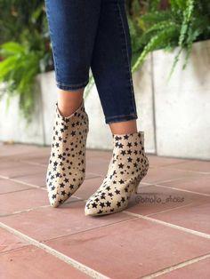 Botines estrella Rubber Rain Boots, Booty, Ankle, Shoes, Fashion, Stars, Moda, Swag, Zapatos