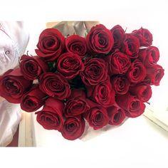 Разнообразим ленту цветами (90 см) 25��#redroseflowers #roseflowers #rose #bouquet #rafaello #nice #beautiful #travel #spb #kemer #beldibi #nyx #la http://tipsrazzi.com/ipost/1512309321903693786/?code=BT8zVDSlN_a