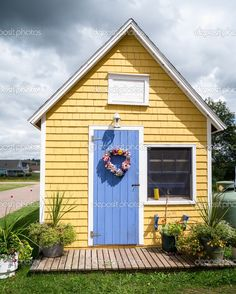 Front door color idea for our yellow house. Yellow House Exterior, Exterior Paint Colors For House, Cottage Exterior, Paint Colors For Home, Exterior Colors, Exterior Siding, Pintura Exterior, Yellow Cottage, Cozy Cottage