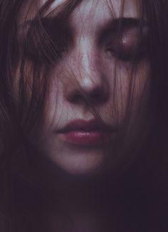 Erotismo, amor y muerte en la fotografía de Laura Makabresku - Cultura Colectiva