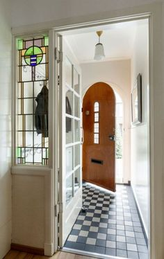 7 Styling Tips for the Styling of a House - - 7 Styling Tips for the Styling of a House – - Dutch House, Entry Hallway, Entrance Foyer, Entryway, Art Deco, My Dream Home, Future House, New Homes, Home And Garden