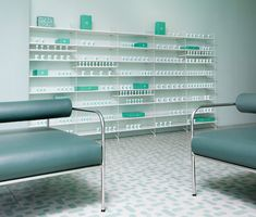 Completed in 2018 in Brooklyn, United States. Images by Charlie Schuck and Sergio Mannino Studio. Medly Pharmacy is a new neighborhood pharmacy in Brooklyn, owned by Marg and Sahaj Patel and designed by Sergio Mannino Studio. Brooklyn, Pharmacy Images, Aqua Color Palette, Architecture Design, Interior And Exterior, Interior Design, Luxury Interior, Design Minimalista, Color Turquesa