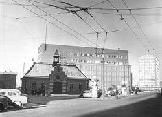 Kampin paloasema oli Kampintorilla. Kampin sähköasema on taustalla. Kuva vuodelta 1959.