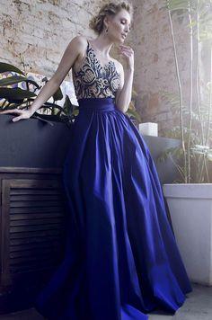 Este modelo foi o que mais gostei, marca a cintura e o bordado em outra cor junto com o azul ficou perfeito!