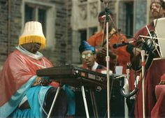 noise2010:  Sun Ra came down to earth to teach jazz to humans.