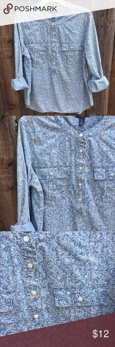 ⭐️2/$15⭐️ GAP Jean Blouse Trendy Floral Jean Gap Blouse! Button detailing || front pocket || can be rolled up or down GAP Tops Button Down Shirts