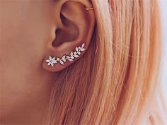 Ear Climbers – Crawlers – Gold Ear Sweeps – Vine Ear Crawlers – Crawler Earrings – Gold Ear Climbers – Modern Ear Cuff – Rose Gold Climbers Bergsteiger Crawler Gold Or Or Fegt Rebe Or Or Crawler Daith Piercing, Cute Ear Piercings, Ear Jewelry, Cute Jewelry, Diy Jewellery, Jewelry Ideas, Dainty Jewelry, Jewellery Designs, Jewellery Making