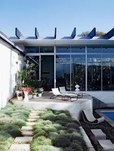 mid century modern art architecture. Love this landscaping | #saltstudionyc
