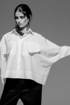 Como usar melhor sua Camisa Branca https://donaelegancia.wordpress.com/2017/01/12/como-usar-melhor-sua-camisa-branca/