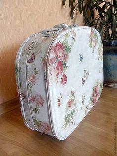 a3921a207f5e Чемодан Розочки – купить или заказать в интернет-магазине на Ярмарке  Мастеров   Вот такой у меня получился чемодан .. )))…