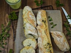 Recipe for simple Focaccia bread: 3 delicious variations [Knoblauch & Rosmarin / Tomaten & Pinienkerne / Oliven] - Rezepte - Grillen Party Finger Foods, Party Dips, Party Buffet, Barbecue Grill, Dinner Sets, Everyday Food, Pain, Feta, Brunch