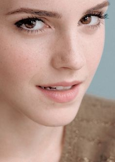 ❤️Emma Watson has fundamentally Perfect Female Facial Bone structure. Most beautiful caucasian woman ever. Style Emma Watson, Emma Watson Belle, Emma Watson Pics, Emma Watson Cute, Lucy Watson, Emma Love, Emma Watson Beautiful, Emma Watson Sexiest, My Emma