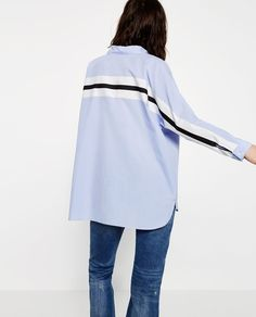 Discover the new ZARA collection online. High Street Fashion, Fashion Line, Trendy Fashion, Runway Fashion, Zara Mode, Oversized Blouse, Oversized Tops, Fashion Blogger Style, Fashion Bloggers