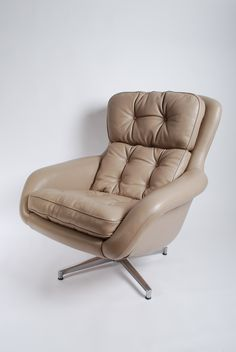 Upholstered with camel/grey leather. Swivel base in perfect conditions. Original vintage chair from the 60's. Excellent condition.