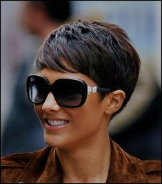 Damen Frisuren Kurzhaarfrisuren Pixie Cut 20 Pixie Cut Frisuren ... #Frisuren #HairStyles Diese 10 auffallende und attraktiven Kurzhaarfrisuren werden Dich verführen