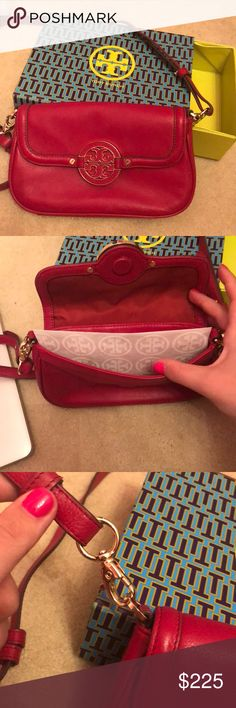 New Without Tags Tory Burch Cross Body Still has tissue inside. Never carried. Comes in original box Tory Burch Bags Crossbody Bags