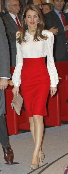 princesa Letizia con falda de cintura alta... me encanta!