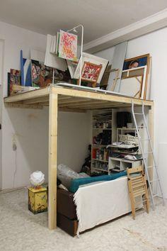 Bau einer Hochetage als Bilderdepot im Atelier Idee & Ausführung: Lee D. Böhm Bunk Beds, Lee, Sofa, Furniture Ideas, Inspiration, Home Decor, Mezzanine, Atelier, Beautiful Homes
