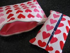 How to make a small heart zippered pouch and a travel tissue holder. This is an easy sewing project for Valentine's Day