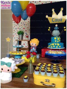 Festa Pequeno Príncipe. Decoração: Atelier Karla Milani Bolo e Cupcakes: @pattybreul #decoração #decoraçãofesta #festapequenoprincipe #pequenoprincipe #festamenino #atelierkarlamilani