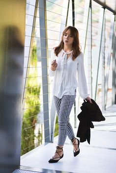 IN VOGUE at SilverGirl.org New look wearing gingham pant, lace up ballerinas, bow blouse and a black trenchcoat. A casual chic look great as office wear, all in black and white. Fall trends, stradivarius.