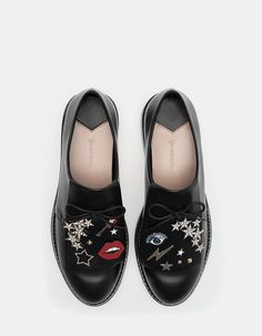 Na Stradivarius encontrarás 1 Sapatos rasos pins aba para mulher por apenas  39.95 Portugal . Entra