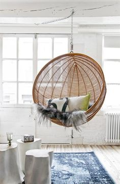 A hanging rattan chair placed in the garden or in your own home allows you to relax after a long day. Find your perfect hanging rattan chair with us! Home Interior, Interior Design, Natural Interior, Interior Livingroom, Ball Chair, Egg Chair, Swinging Chair, Hammock Chair, Chair Cushions