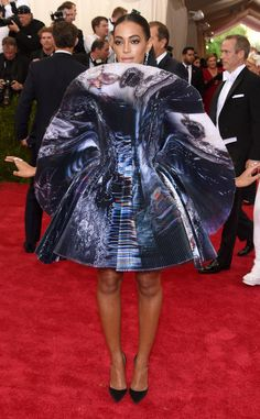 Solange Knowles' Met Gala Fan Dress Is More Art Than Dress: Discuss  Solange Knowles, Met Gala 2015