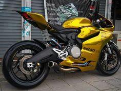 Ducati Motorbike, Moto Ducati, Suzuki Motorcycle, Moto Bike, Motorcycle Design, Motorcycle Helmets, Yamaha, Custom Street Bikes, Custom Sport Bikes