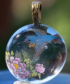 Hey, I found this really awesome Etsy listing at http://www.etsy.com/listing/155909900/handmade-fused-glass-hummingbird-fuchsia