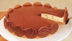 Lanche/Doce - Torta com borda de biscoito com recheio de sorvete e cobertura de chocolate