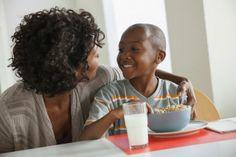 #Desayunos #nutritivos #fáciles #rapidos Muchos estudios demuestran que las personas que desayunan bien tienden a comer menos durante el día. La clave para un buen desayuno es incluir una combinación de carbohidratos complejos, proteína y fibra. Esto nos ayudará a tener energía durante el día, pensar con más claridad y además estimula nuestro metabolismo.   http://www.mujeres20.com/desayunos-ligeros-nutritivos-y-rapidos-mimilindis/#sthash.E9Q91Q8y.dpbs