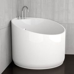 Japanese soaker tubs are like cocoons – cozy, big, angular, can walk around. White bathtub round MINI Flobali Source by Mini Bathtub, Bathtub Shower Combo, Jacuzzi Bathtub, Bathtubs, Portable Bathtub, Shower Tiles, Japanese Soaker Tub, Japanese Soaking Tubs, Small Bathtub