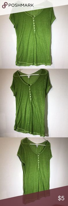 Green thin short sleeve henley top VGUC green thin short sleeve Henley top has minimal pilling as shown in pics. Still looks awesome because of the slight heathered look! Women's size L Tops Tees - Short Sleeve