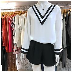 Se você prefere uma produção mais elegante, precisa dessa blusa! 😍😍 COMPRE pelo site: www.zasloja.com.br Looks Style, My Style, Feminine Style, Cool T Shirts, Preppy, Ready To Wear, Cute Outfits, Winter Makeup, Classic Beauty