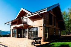 Chalets en bois www. Chalet Style, Villa, House Design, Mansions, Quick Garden, Architecture, House Styles, Outdoor Decor, Log Cabins