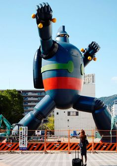 Here's a three storey full-scale replica of famous Japanese giant robot Tetsujin 28 in Kobe: Read more at http://www.darkroastedblend.com/2012/12/giant-robots.html#k4GwkQED13Ebh47z.99