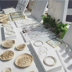 Bracelets Displays Jewelry Displays Stands Organizers Holders Store Fixtures Markets Shows - Custom Jewelry Ideas