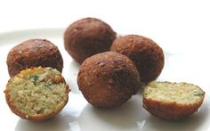 Falafel is a Deep-Fried ball or patty made from ground Chickpeas. Falafel balls are topped with salads, pickled vegetables, hot sauce. Falafels, Vegan Vegetarian, Vegetarian Recipes, Healthy Recipes, Vegan Life, Catering, Food And Drink, Favorite Recipes, Yummy Food