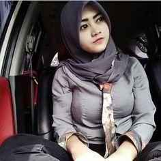 Janda Muslimah Cianjur Yang Kesepian Hijab Fashion, Girl Fashion, Womens Fashion, Hijab Niqab, Islamic Girl, Hijab Tutorial, Girl Hijab, Beautiful Hijab, Muslim Women