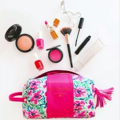 Our Floral Dopp Kit gives me all the -->  << link in profile >>