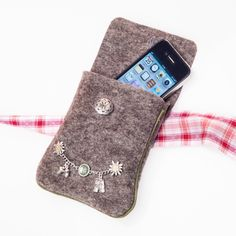 Trachtentaschen - Dirndltasche aus Filz - ein Designerstück von Handgemachtes-baerbel-roessler bei DaWanda