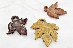 With Christmas right around the corner, these charming maple leaf ornaments are the perfect wedding favor for your guests to appreciate later in the year.