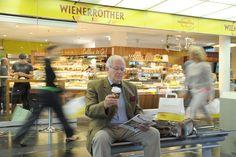 Wie unser Öffnungszeiten am Bahnhof in Klagenfurt sind? Montag bis Samstag von 05:00 Uhr bis 20:00 Uhr Sonntag von 06:00 Uhr bis 20:00 Uhr