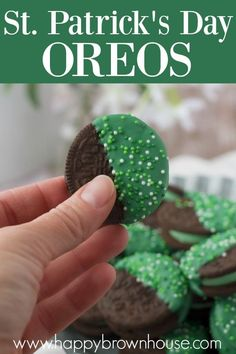 Bring a little cheer to St. Patrick's Day with these candy-dipped Oreos. This semi-homemade treat will bring the luck of the Irish to you and keep you from getting pinched. Make this snack for your family, friends, and coworkers. This is a perfect treat for kids to help make. #cookies #stpatricksday #kidsinthekitchen #snack St Patricks Day Food, St Patricks Day Crafts For Kids, St Patrick's Day Crafts, Semi Homemade, Recipe For Mom, Recipe Of The Day, Brown House, Cooking With Kids, Cooking Tips