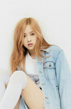 Find images and videos about kpop, rose and blackpink on We Heart It - the app to get lost in what you love. Kpop Girl Groups, Korean Girl Groups, Kpop Girls, Forever Young, Rose Blonde, Blonde Hair, Jenny Kim, K Wallpaper, Kim Jisoo