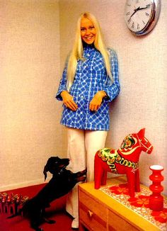 Several photo sessions were taken during different periods in 1973 in Vallentuna outside Stockholm where the ABBA members lived by that time. Agnetha and their dog