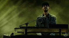 This picture hurts my heart so bad. Mike Shinoda is amazing