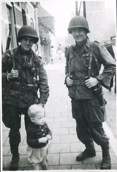 American soldiers posing with a little Dutch boy (1944)